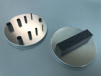 金属3Dプリンターで造ったアルミニウムの0.2㎜の板厚サンプルです