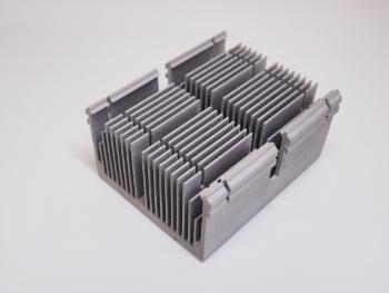 金属3Dプリンターで造ったアルミニウムのヒートシンクです